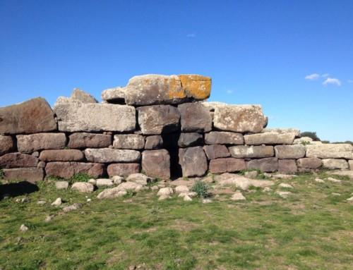 Alla scoperta della Giara di Siddi: tomba dei giganti Sa Domu e S'Orku e Nuraghe Sa Fogaia